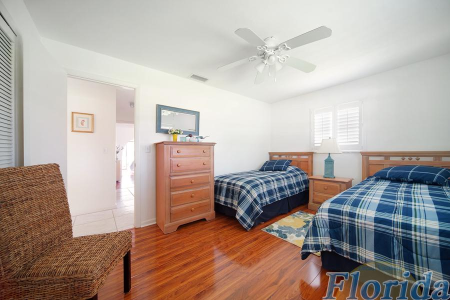 2 twin size beds