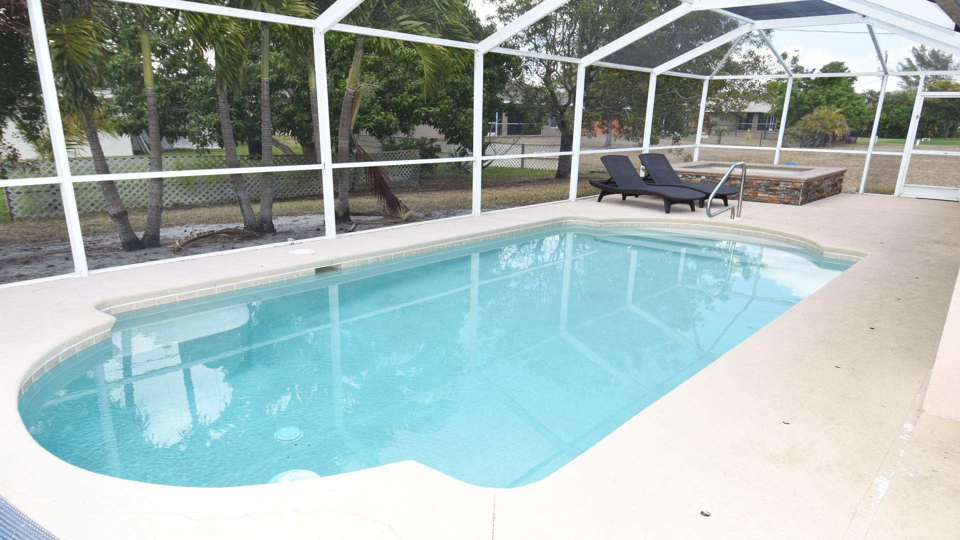 The pool and the separate spa can both be electrically heated
