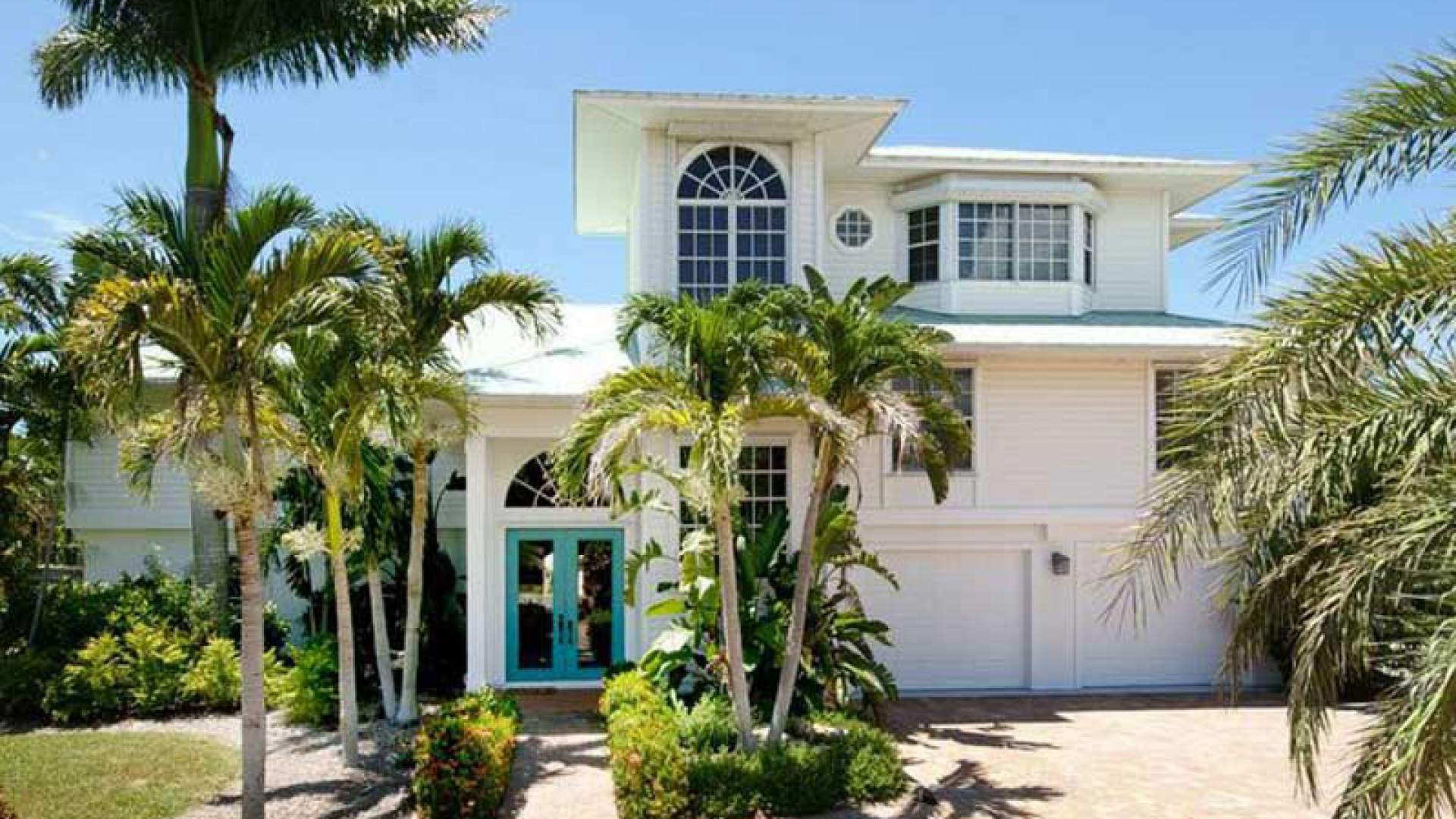 Spend a dream vacation in this beautiful Key West style home, with a prime location on Pelican Bay