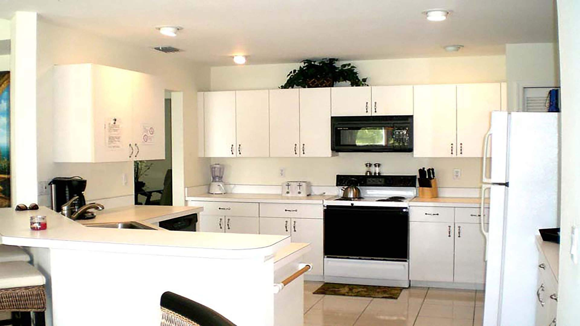 full equipt Kitchen in white