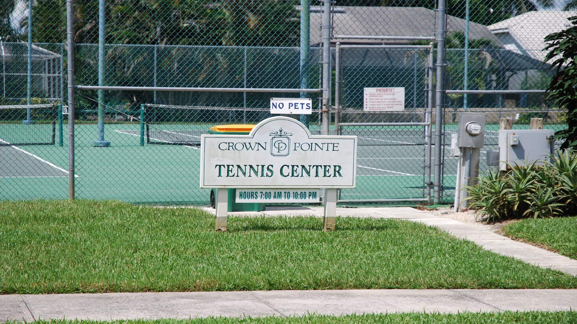 enjoy a tennis match on this courts