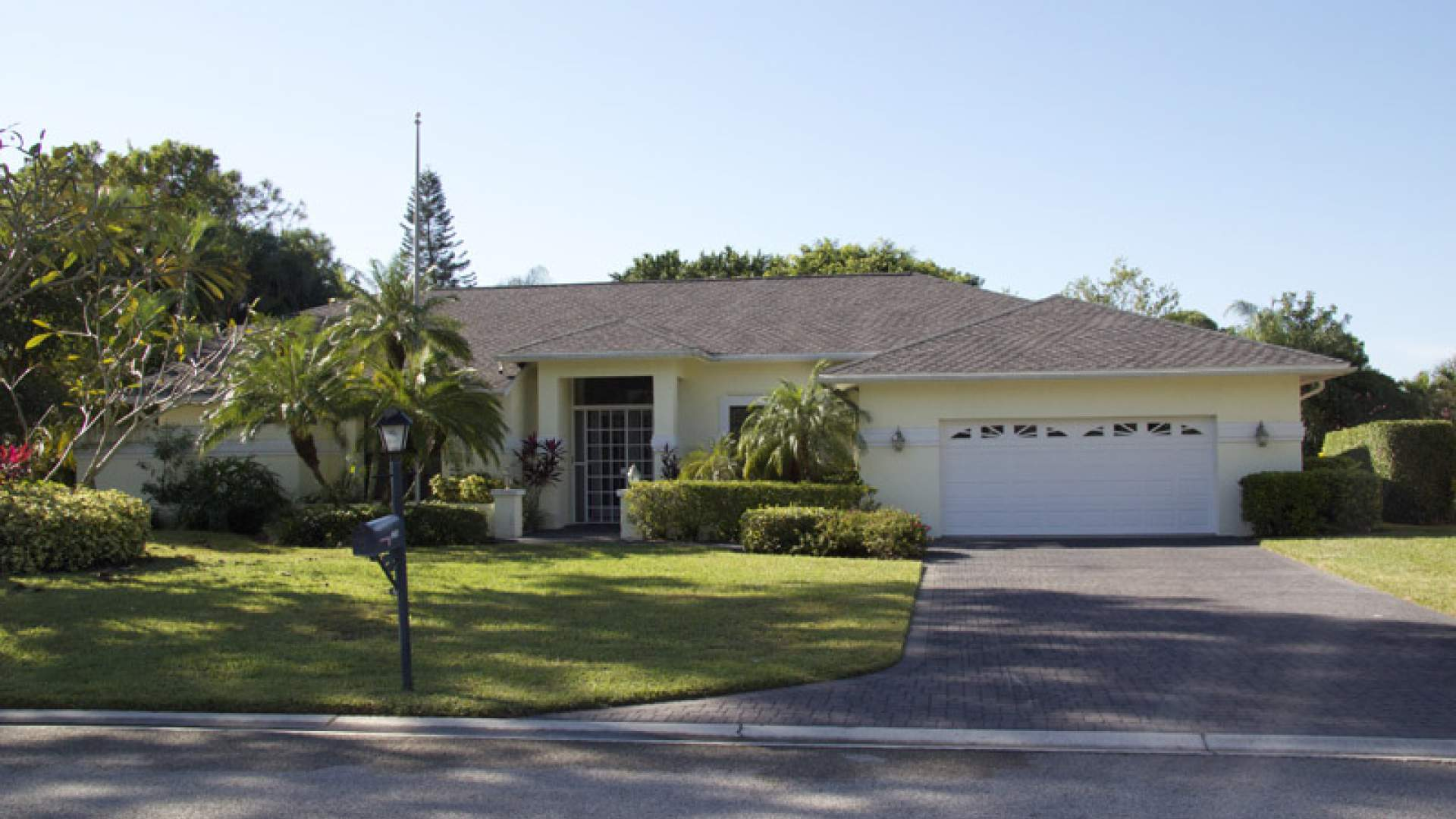 Villa Barbara is located in the pristine community Kings Lake on David Blvd in Naples